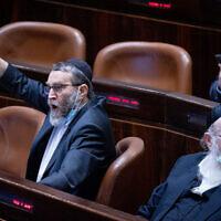 Moshe Gafni, député de Yahadout HaTorah, dans le plénum de la Knesset le 26 juillet 2021. (Crédit : Yonatan Sindel/Flash90)