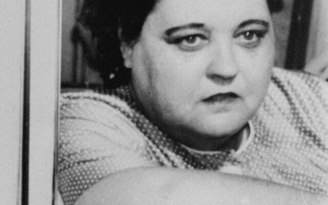 Gladys Love Presley, mère du chanteur de rock'n roll Elvis Presley, en 1957. (Crédit : Photo AP)