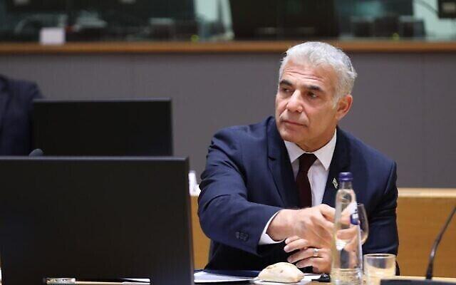 Le ministre des Affaires étrangères Yair Lapid rencontre les 26 ministres des Affaires étrangères de l'UE à Bruxelles, le 12 juillet 2021.(Crédit : Union européenne)