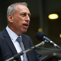 Le directeur général du ministère de la Santé, Nachman Ash, s'exprime dans son bureau à Jérusalem, le 13 juillet 2021. (Crédit : Flash90)
