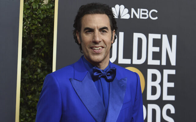 Sacha Baron Cohen arrive à la 77e cérémonie annuelle des Golden Globe Awards à l'hôtel Beverly Hilton, le 5 janvier 2020, à Beverly Hills, en Californie. (Crédit : Photo par Jordan Strauss/Invision/AP)