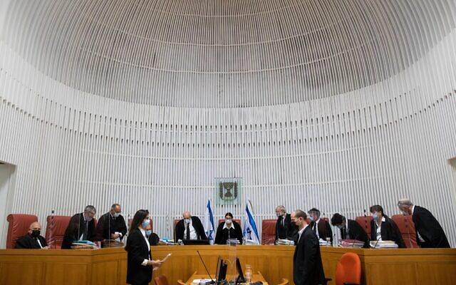 La présidente de la Cour suprême Esther Hayut et les juges arrivent pour entendre les pétitions contre la loi sur l'État-nation juif, à la Cour suprême à Jérusalem, le 22 décembre 2020 (Crédit :  YonatanSindel/Flash90)