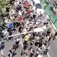 Des manifestants défilant à Téhéran, en Iran, le 26 juillet 2021. (Capture d'écran : Twitter)