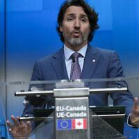 Le Premier ministre canadien Justin Trudeau s'exprime lors d'une conférence de presse à la fin d'un sommet UE-Canada au bâtiment du Conseil européen à Bruxelles, mardi 15 juin 2021. (Crédit : AP Photo/Francisco Seco)