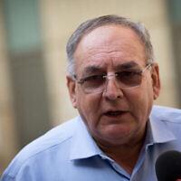 Le professeur Zeev Rotstein, PDG de l'hôpital Hadassah, s'exprime lors d'une conférence de presse à l'hôpital Hadassah Ein Karem à Jérusalem, le 1er novembre 2020. (Crédit : Yonatan Sindel/Flash90)