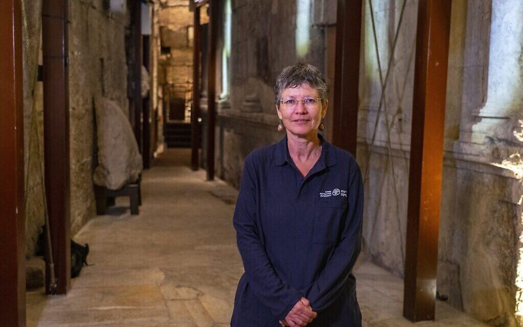 Le Dr Shlomit Weksler-Bdolach, directrice des fouilles dans les tunnels du Mur occidental pour le compte de l'Autorité israélienne des antiquités. (Yaniv Berman/Autorité des antiquités d'Israël)