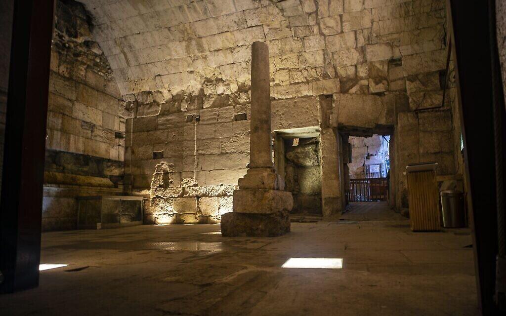 Vestiges du magnifique bâtiment vieux de 2000 ans récemment excavé et qui doit être ouvert au public dans le cadre de la visite des tunnels du Mur occidental dans la vieille ville de Jérusalem. (Yaniv Berman/Autorité israélienne des antiquités)