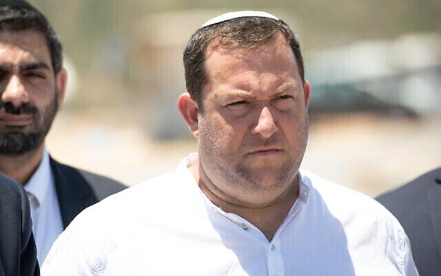 Le chef du Conseil régional de Samarie, Yossi Dagan, à l'avant-poste illégal d'Evyatar en Cisjordanie, le 27 juin 2021. (Sraya Diamant/Flash90)