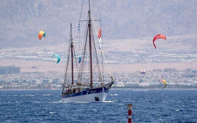 Le bateau Fleur de Passion quitte Eilat en direction du Soudan, le 20 juillet 2021. (Marcos Schonholz)