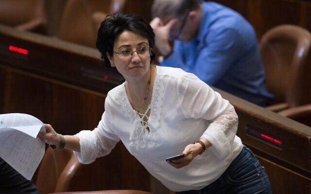L'ex-députée de la Liste arabe unie Hanin Zoabi en séance plénière de la Knesset, le 11 juillet 2016. (Crédit : Yonatan Sindel/Flash90/File)