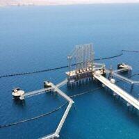 Le barrage pétrolier de l'Europe Asia Pipeline Company à Eilat, conçu pour recueillir tout déversement potentiel de pétrole avant qu'il ne se répande plus dans la mer. (Crédit : EAPC)