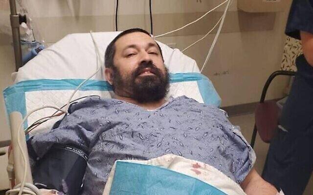 Le rabbin Shlomo Noginski dans un hôpital de Boston se remettant d'une attaque au couteau le 1er juillet 2021. (Rabbin Dan Rodkin)
