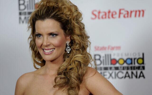 Sarah Mintz, alors Maritza Rodriguez, pose dans les coulisses de la première édition annuelle des Mexican Billboard Awards, le jeudi 20 octobre 2011, à Los Angeles. (AP Photo/Chris Pizzello)