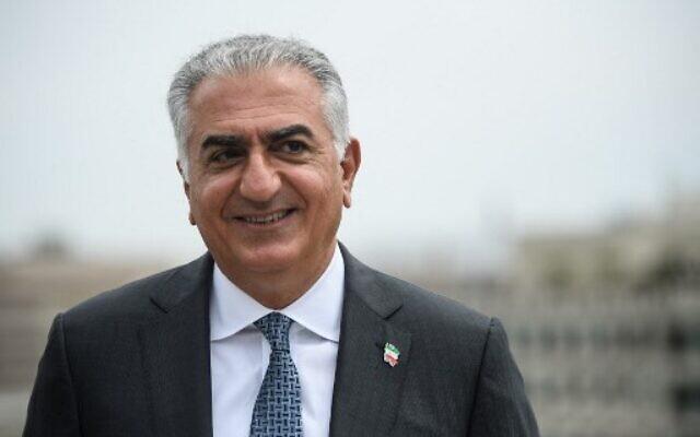 Reza Pahlavi, fils du dernier Shah d'Iran, lors d'un entretien avec l'AFP à Washington, le 3 août 2021. (Nicholas Kamm / AFP)