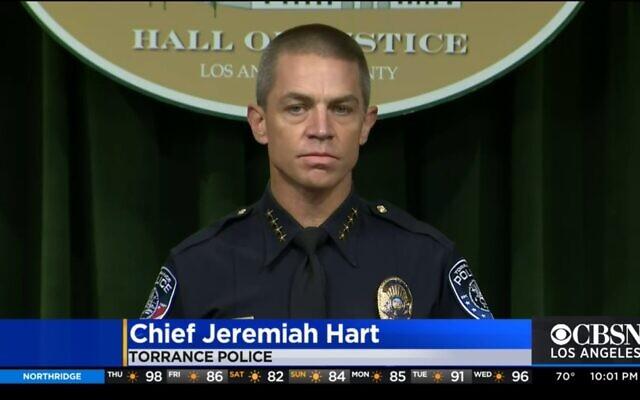 Jeremiah Hart, chef de la police de Torrance, lors d'une conférence de presse à Torrance, en Californie, le 20 août 2021. (Crédit : CBS2/screenshot)