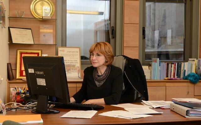 Yael German à son bureau, en 2016. (Crédit : Yael German / Facebook)