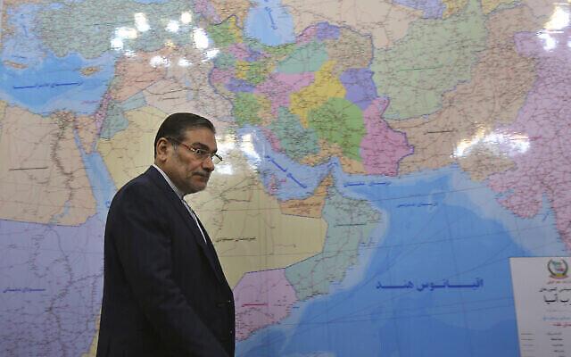 Le secrétaire du Conseil suprême de sécurité nationale iranien, Ali Shamkhani, arrive à son bureau pour une réunion, Téhéran, Iran, le 16 mars 2014. (Vahid Salemi / AP)