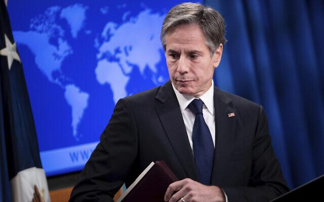 Le Secrétaire d'Etat américain Antony Blinken s'en est allé, après avoir parlé lors d'un briefing au Département d'Etat à Washington, le 2 août 2021. (Crédit : Brendan Smialowski/Pool via AP)