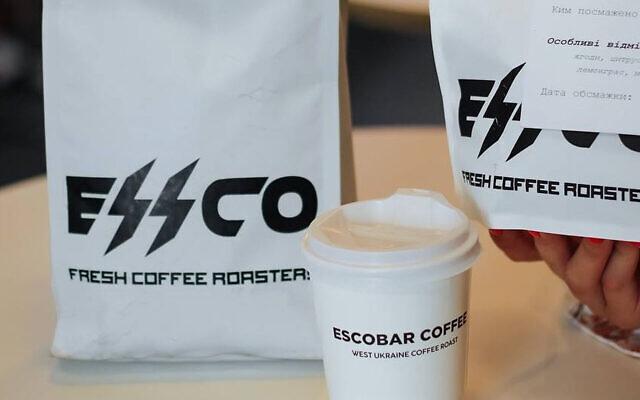 Le nouveau logo du Café Escobar en Ukraine ressemble à l'insigne SS nazi. (Crédit : Cafe Escobar via JTA)