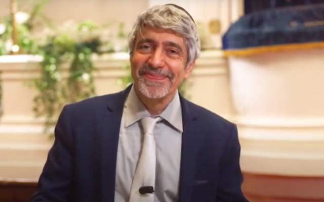 Le rabbin Philippe Haddad. (Crédit : capture d'écran YouTube / Judaïsme En Mouvement)