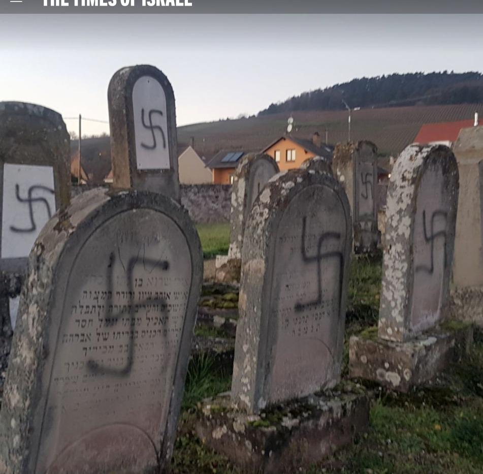 Des tombes taguées avec des croix gammées dans un cimetière juif à  Westhoffen, à l'est de la France, le 3 décembre 2019. (Crédit : AP)