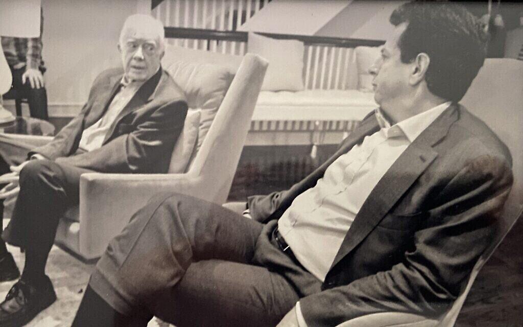 L'ancien président américain Jimmy Carter, à gauche, avec Gary Ginsberg en 2014. (Autorisation :  Ginsberg)