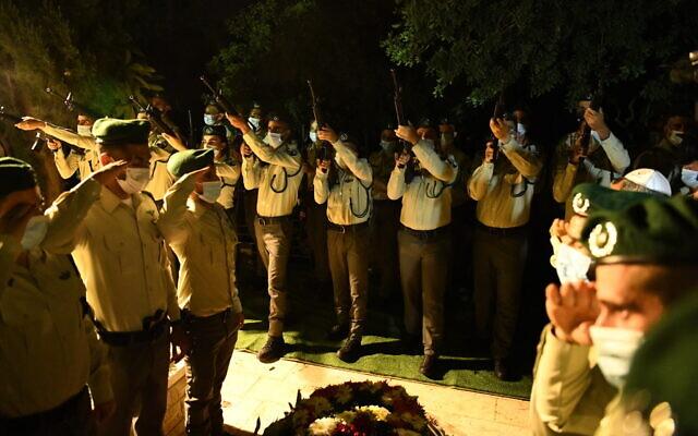 Les funérailles de Barel Hadaria Shmueli, de la police des frontières, le 30 août 2021. (Crédit : Porte-parole de la police)