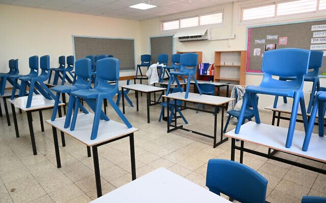 Illustration : Préparatifs de la nouvelle année scolaire à l'école élémentaire Gamla à Katzrin, dans le nord d'Israël, le 22 août 2021. (Crédit : Michael Giladi/Flash90)