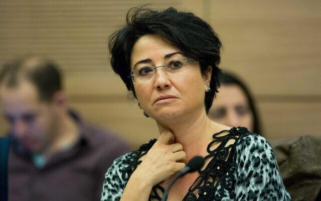 Dossier : Hanin Zoabi, du parti  de la Liste arabe unie, à la Knesset le 22décembre 2015. (Crédit : Yonatan Sindel/Flash90)