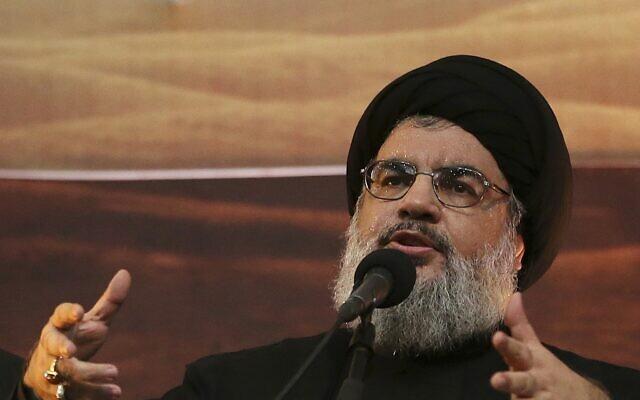 Le chef du Hezbollah, Hassan Nasrallah, s' est adressé à ses partisans dans la banlieue sud de Beyrouth, au Liban, le 3 novembre 2014. (Crédit : AP Photo/Hussein Malla, File)