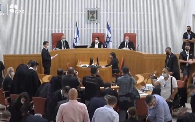 Une discussion de la Haute Cour sur une pétition des législateurs de l'opposition contre la composition des commissions de la Knesset, à Jérusalem, le 9 août 2021. (Crédit : capture d'écran : Twitter)