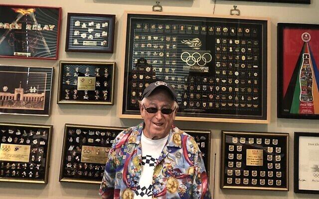 Sidney Marantz possède une collection de plus de 12 000 épingles olympiques. (Crédit : avec l'aimable autorisation de Marantz/ via JTA)