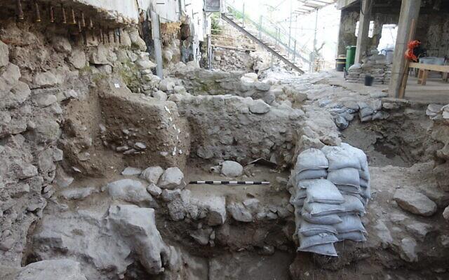 La zone d'excavation d'une couche de destruction du 8e siècle avant J.-C. dans la Cité de David, résultant probablement d'un tremblement de terre de la même période qui a secoué la Terre Sainte et a été mentionné dans la Bible. (Ortal Kalaf/ Autorité israélienne des antiquités)