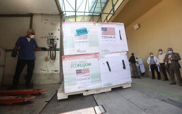 Une cargaison de vaccins en provenance des États-Unis via le mécanisme COVAX arrive en Cisjordanie, le 24 août 2021. (WAFA)