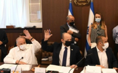 Réunion du cabinet pour approuver le budget public, le 2 août 2021. (Crédit : GPO/Amos Ben Gershom)