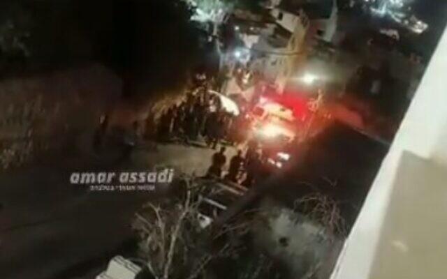 La scène d'une fusillade dans la ville de Musmus, dans le nord d'Israël, le 25 août 2021. (Capture d'écran/Twitter)