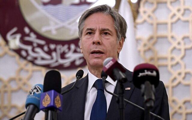 Le secrétaire d'État américain Antony Blinken pendant une conférence de presse conjointe au ministère des Affaires étrangères dans la capitale qatarie de Doha, le 7 septembre 2021. (Crédit : Olivier Douliery/Pool/AFP)