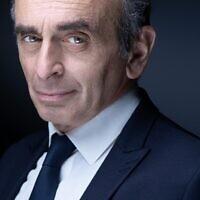 L'idéologue d'extrême droite français Eric Zemmour lors d'une séance photo à Paris, le 22 avril 2021. (Crédit : JOEL SAGET / AFP)