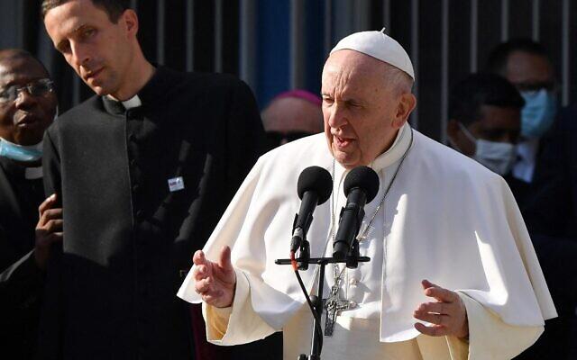 Le pape François s'exprime au centre Bethlehem pour les sans-abri à Bratislava, en Slovaquie, le 13 septembre 2021. (Crédit : Tiziana FABI / AFP)