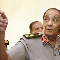 Le maréchal Mohammed Hussein Tantawi, chef du conseil militaire au pouvoir en Égypte, lors d'une visite avec le Premier ministre turc du ministère de la Défense du Caire., le 13 septembre 2011. (Crédit : AMR NABIL / POOL / AFP)
