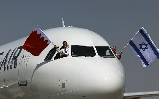 Un avion Gulf Air A320 en provenance de Manama, la capitale bahreïnie, arrive à l'aéroport Ben Gourion près de Tel Aviv le 30 septembre 2021. (Crédit :  EMMANUEL DUNAND / AFP)