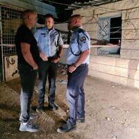 Des policiers sur les lieux d'une fusillade à Lakiya, le 25 septembre 2021. (Crédit : Police israélienne)