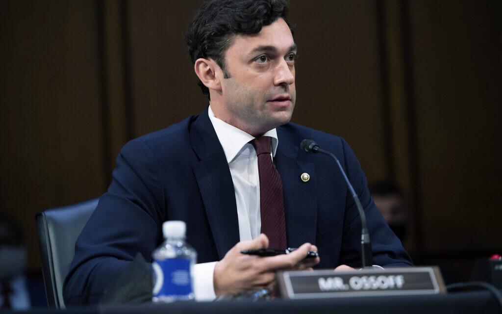 Le sénateur démocrate  Jon Ossoff, pendant une audience judiciaire au Capitole, à Washington, le 15 septembre 2021. (Crédit : Saul Loeb/Pool via AP)