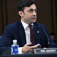 Le sénateur démocrate de Jon Ossoff, pendant une audience judiciaire au Capitole, à Washington, le 15 septembre 2021. (Crédit : Saul Loeb/Pool via AP)