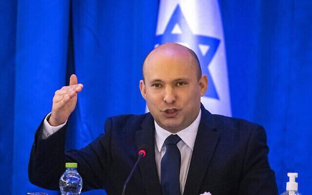 Le Premier ministre Naftali Bennett dirige une réunion du cabinet au ministère des Affaires étrangères à Jérusalem, le 12 septembre 2021. (Crédit : Olivier Fitoussi/Flash90)