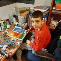 Barak Houry, 12 ans, en train de peindre dans sa chambre. (Autorisation : Famille Houry)