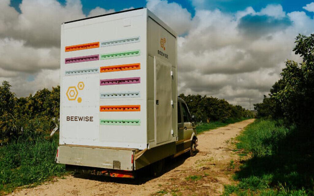 Le Beehome de Beewise est un conteneur en acier converti qui prend soin des colonies d'abeilles 24 heures sur 24. (Autorisation)