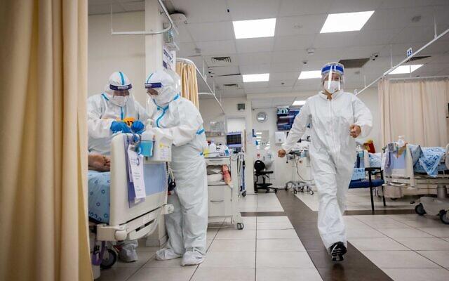 Une salle de coronavirus à l'hôpital Shaare Zedek à Jérusalem le 23 septembre 2021 (Crédit : Yonatan Sindel/Flash90