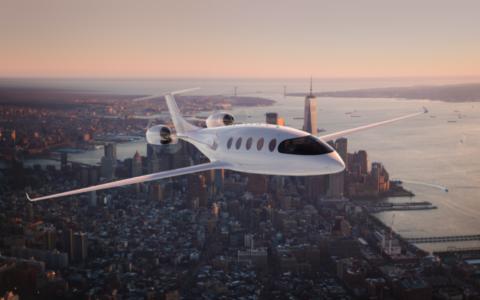 Une représentation de l'avion 100% électrique Alice en vol, au mois d'août 2021. (Crédit :  Eviation)