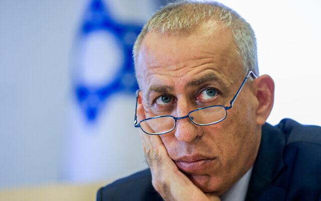 Le directeur-général du ministère de la Santé Nachman Ash lors d'une conférence de presse à Jérusalem, le 29 août 2021. (Crédit : Olivier Fitoussi/Flash90)